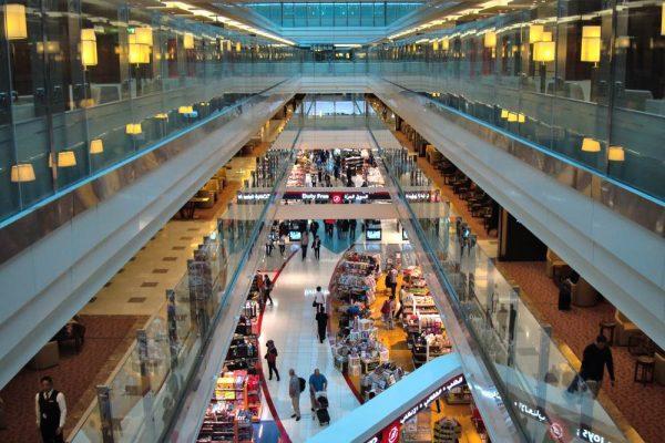 Zone commerciale du terminal 3 de l'aéroport de Dubai