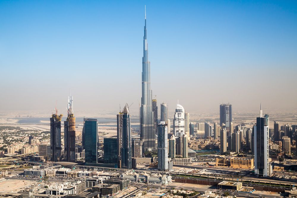 Dubai et ses gratte-ciels depuis un hélico