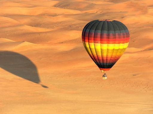 Dubai : montgolfière au dessus du désert