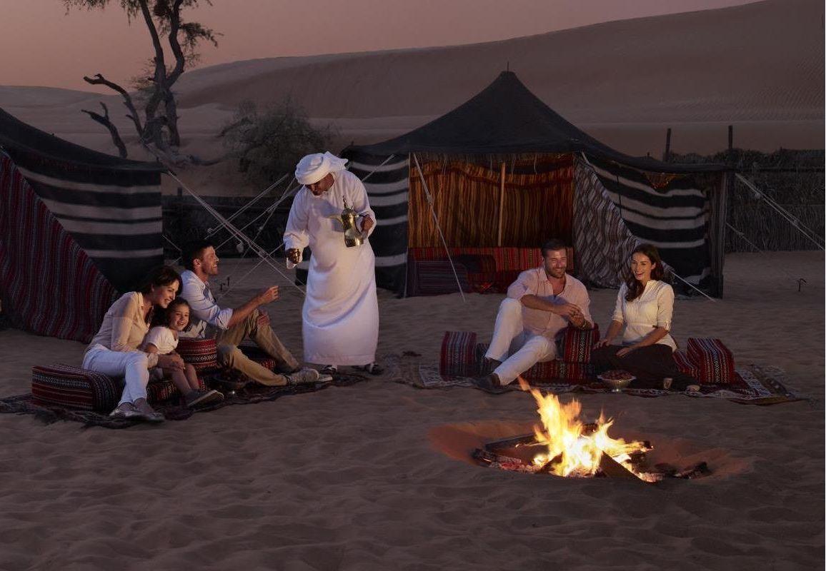 Nuit dans un camp dans le désert de Dubai
