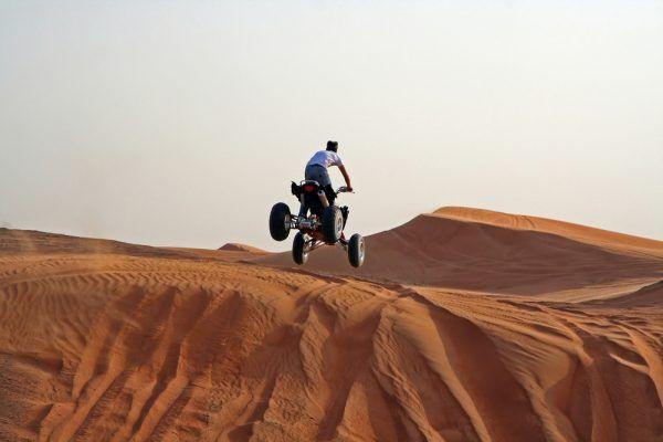 Quad dans le désert à Dubai