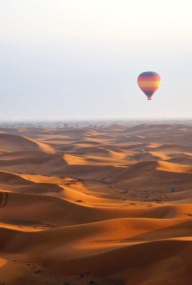Top 10 à Dubai : montgolfière au dessus du désert