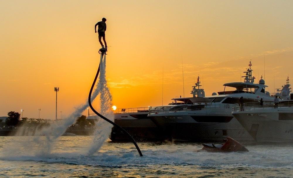 Activité nautique flyboard à Dubai