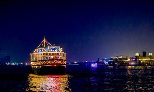 Quel diner sur un bateau choisir à Dubai